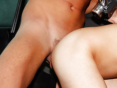 Gay groups chat rooms and quality spamfree gay groups older younger studs - at Boys On The Prowl!
