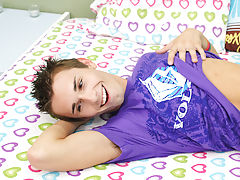 Twinkle anal pics and twink sleeping creampie pics at Boy Crush!
