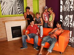 Gay blow job groups and male gay art groupe at Crazy Party Boys