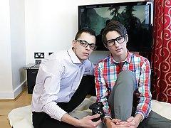 Twinks in kilts videos and twink boys sexy toe pics - Euro Boy XXX!