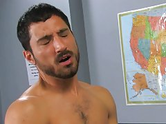 Muscular man savages twink and free mobile twink first time at Teach Twinks