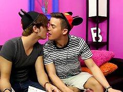 Young gay twinks up close at Boy Crush!
