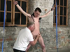 Gay men full size kissing pic and gay foot fetish films - Boy Napped!