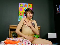 Gay twink masturbating movies and stories of twink getting fucked with two dick at Boy Crush!