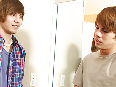 He has a run in with a very affectionate fan, Scott Alexander, and the two can't keep their hands off each other gay teen twink cum at Boy Crush!