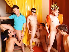 Male masterbation groups and male masturbation newsgroups at Crazy Party Boys