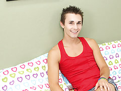 Gay twinks and daddies and first time gay sex clips at Boy Crush!
