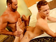 Gay hardcore men and xxx hardcore gay porn at Bang Me Sugar Daddy