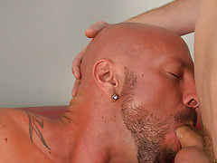 Gay muscle nude and muscle male strippers at I'm Your Boy Toy