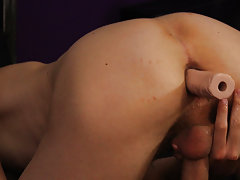 Twinks compare cock sizes and gay men riding toys at Boy Crush!