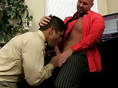 Pervy boss Mitch Vaughn finally digs up sufficiently leverage on recent boy Spencer Williams to receive him just where he wishes him... naked sleeping