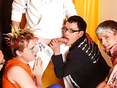 Free gay group sites and male gay art group at Crazy Party Boys