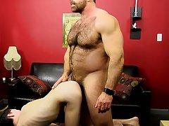 Chinese twink bareback porn and young gay gym pics at Bang Me Sugar Daddy