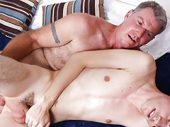 Straight daddy fucking pics and gay boys fucking till it really hurt at Bang Me Sugar Daddy