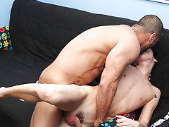 Younggay pictures and gay black man fuck white boy on bed pics at Bang Me Sugar Daddy