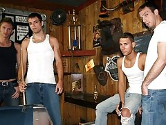 They pair up to suck cock group gay sex at Backroomfuckers