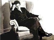 Ioan Gruffudd posing